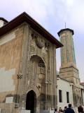 Fachada principal y minarete