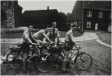1963 Jong Nederland Haelen- bij de kerk