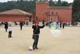 Balloon busker