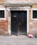 Entree du palazzo et son gardien-20785.jpg