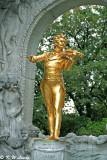 Statue of Johann Strauss 02