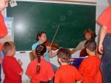 Children with violinist