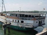 Kapal Kayu Sulawesi sandar di Lhoktuan