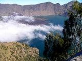 Pemandangan Danau Segara anak dari atas Plawangan