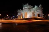 ¡Mírala! Es la Puerta de Alcalá