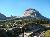 Blik op Val Travenanzes met in het midden Monte Castello en Monte Cavallo