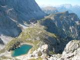 Zicht vanaf top op lago Coldai met links de Civetta