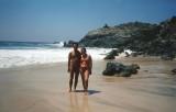 Tita y yo en la Playa en Ixtapa.jpg