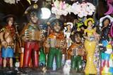 Auf dem Weg nach Nova Jerusalem die Figuren von Caruaru    P1020210.JPG