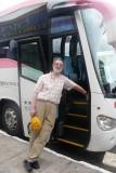 Eckhart vor dem Martur Bus  P1020216.JPG