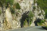 la route sous la falaise
