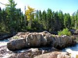 rocher du milieu de la rivière