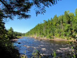 la rivière encore tranquille