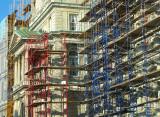 L'hôtel de ville jaune rouge et bleu