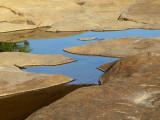 L'eau entre les rochers