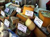 choix de fromages au marché