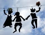 silhouettes suspendues au Petit Champlain