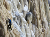 Seul sur la paroi de glace