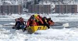 un pack de canots sur la glace