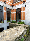 Auberge St-Antoine et ses vieux murs