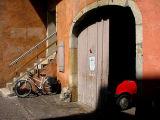la voiture rouge et la bicyclette