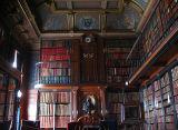 Bibliothèque à deux étages