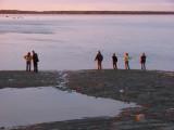 Une famille au bord  de l'eau