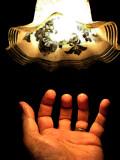 la main lumineuse