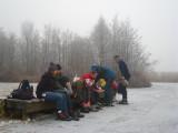 004 - Molenpolder: de collega's binden de schaatsen onder