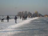 012 - Loosdrecht: het ijs naast de baan is wel een stukkie minder...