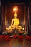 1270 Monks Wat Phan Thao.jpg