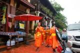 1725 Monks Luang Prabang.jpg