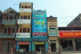 2063 Shops on Halong route.jpg