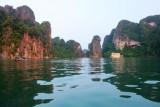 2286 Halong Bay boats.jpg