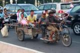 3616 Smiling locals Phnom Penh.jpg