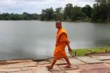 4226 Monk Angkor moat.jpg