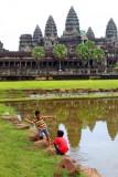 4264 Kids by Angkor Wat.jpg