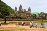 4287 Tourists Angkor Wat.jpg