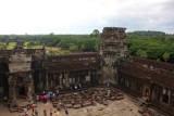 4331 Overlooking courtyard Angkor.jpg