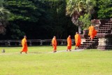 4347 Monks Angkor Wat.jpg