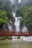 1689 Kuang Si Falls bridge.jpg