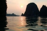 2294 Watery sunset Halong.jpg