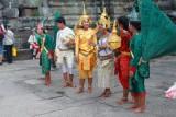 4340 Women in costume Angkor.jpg