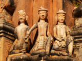 Three statues at Kakku.jpg
