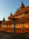 Reddish temple Bagan.jpg