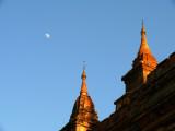 Bagan and the moon.jpg
