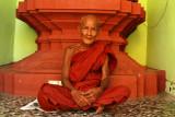 Old monk in Shwedagon.jpg