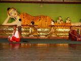 Nun and monk Shwedagon.jpg