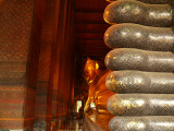 Big buddha of Bangkok with feet.jpg