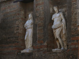 Two statues Pompei web.jpg